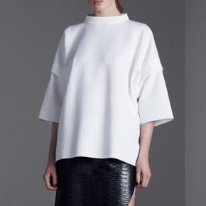 白身領口鬆身中袖運動衫上衣