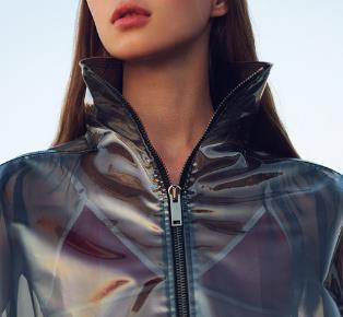 增加了細節減少了厚重感的膠系時尚 教您穿出2019年的重點潮流