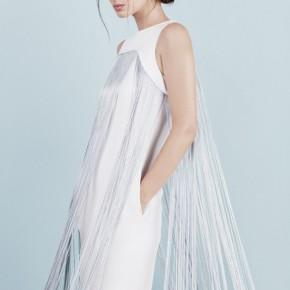 白色雞尾酒裙配銀藍線條設計