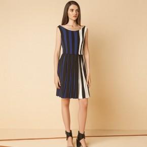 白藍黑直條設計百摺裙